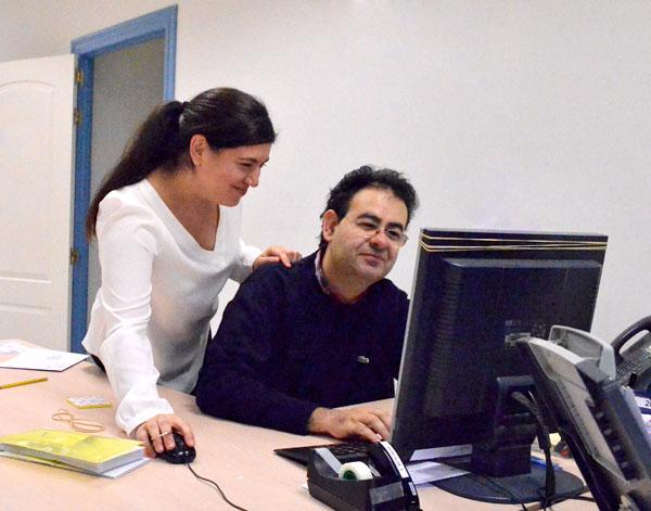imagen de uno de los empleados discapacitado trabajando